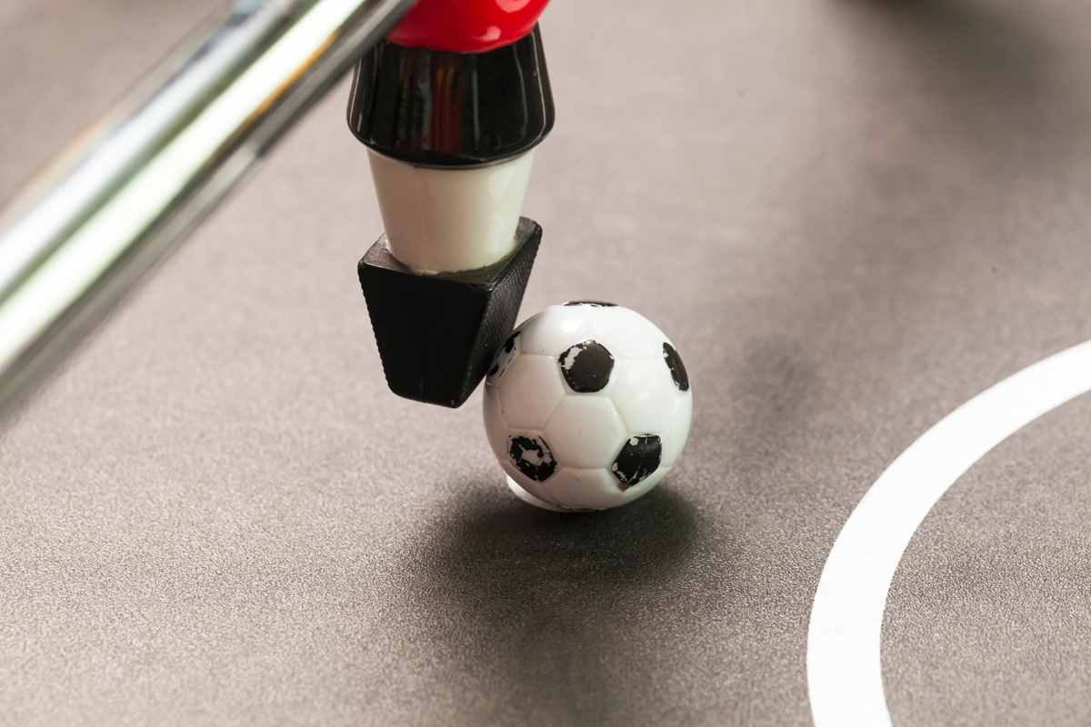 Win at Foosball: Smart Strategy, Shooting & Defence Tips